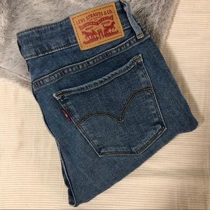 711 Levi's Skinny Jeans
